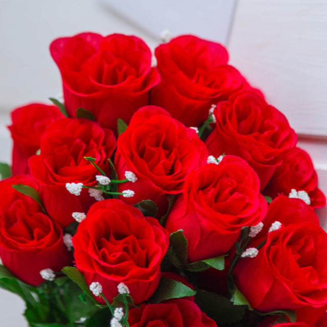 send rose flower bouquet to Pakistan with Revaayat