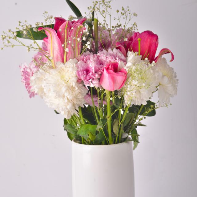 send pink roses bouquet to Karachi