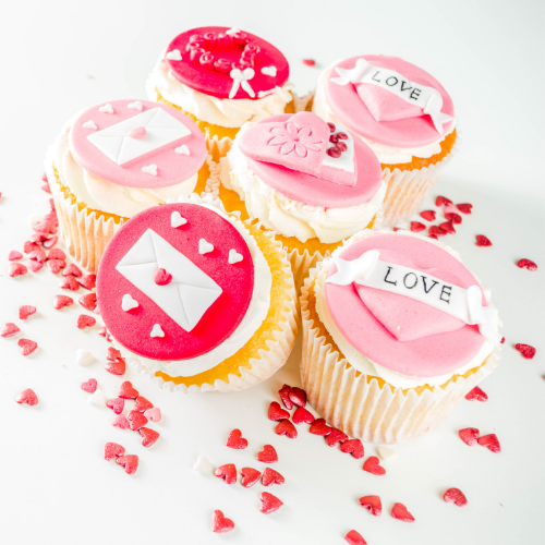 cake gifts for anniversary and valentines to send to Pakistan